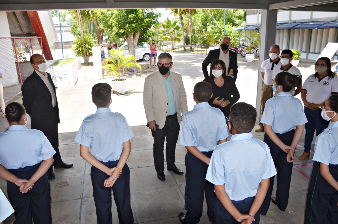 Comitiva do MEC faz visita técnica à Escola Cívico-Militar de Santa Rita